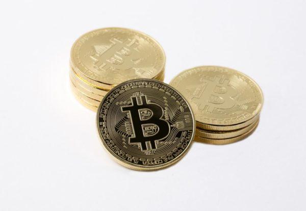 Jung-Finanzierung_golden-bitcoins